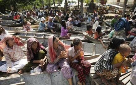 480-khmer-floods-villagers-ap