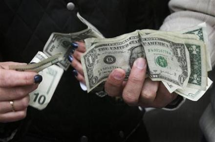AP_Consumer_Confidence_Hands_With_Dollars_11111111111_480